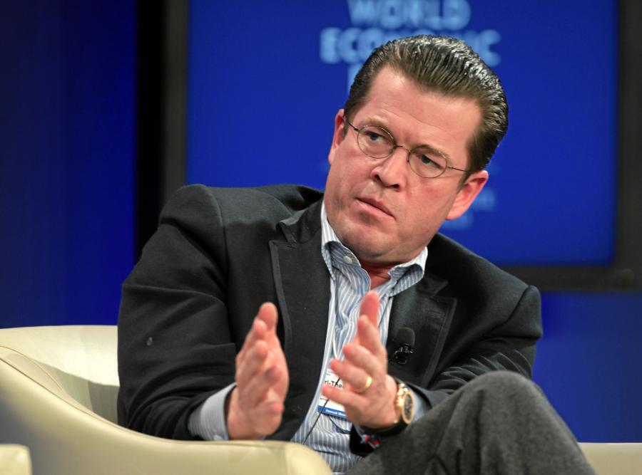 Karl Theodor Freiherr zu Guttenberg   World Economic Forum Annual Meeting 2011 Warum ein Guttenberg zurückkehren muss politische bildung politikverdrossenheit guttenberg demokratie charisma