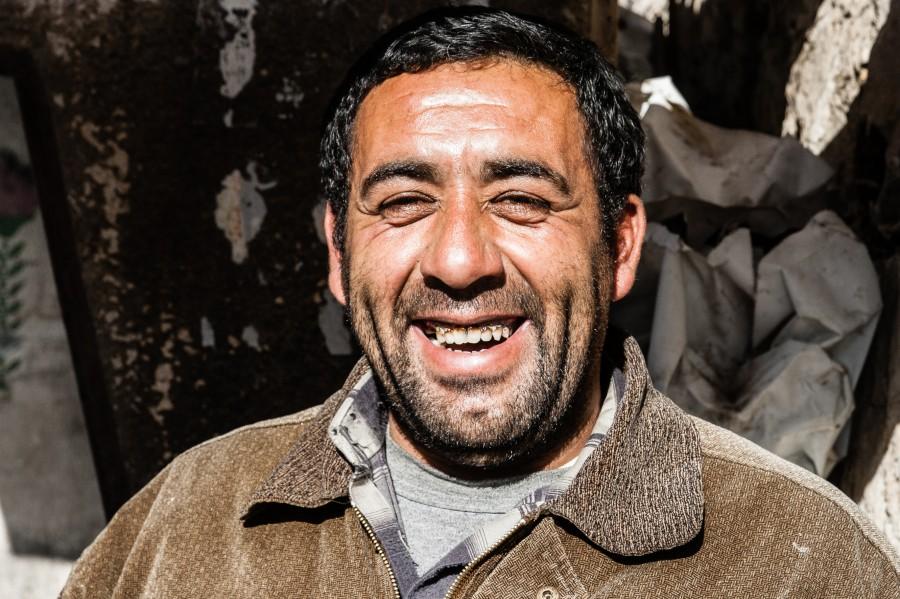 2012 12 24 14.36.50 2 Coffee Seller street portrait straßen fotografie Straße Reisen porträt palästina fotojournalismus fotografie bethlehem Arabische Welt 21 mm 21 Millimeters