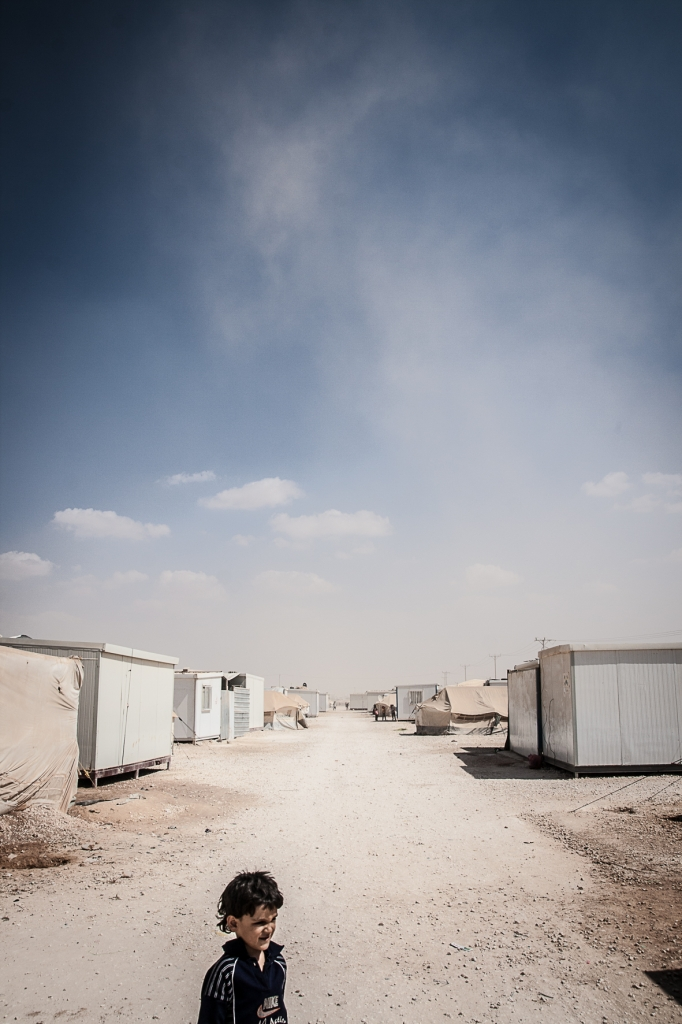 zaatari, kid, horizon, refugee camp, clouds,