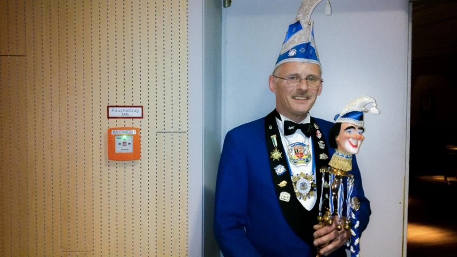 2013 11 14 17.20.03 Und das Prinzenpaar bleibt bis zum Schluss   Beim Seniorenfasching Seniorenfasching reportage Neukölln Gropiusstadt deutschland berlin Beobachtung Altern