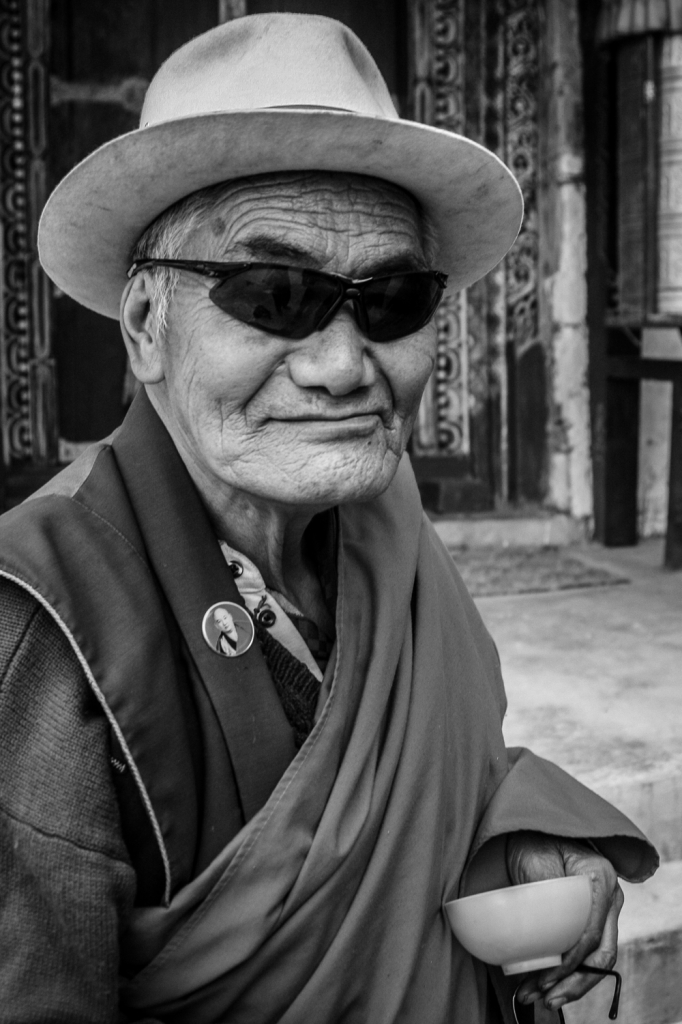 tibet, china, buddhismus, monk, sunglasses