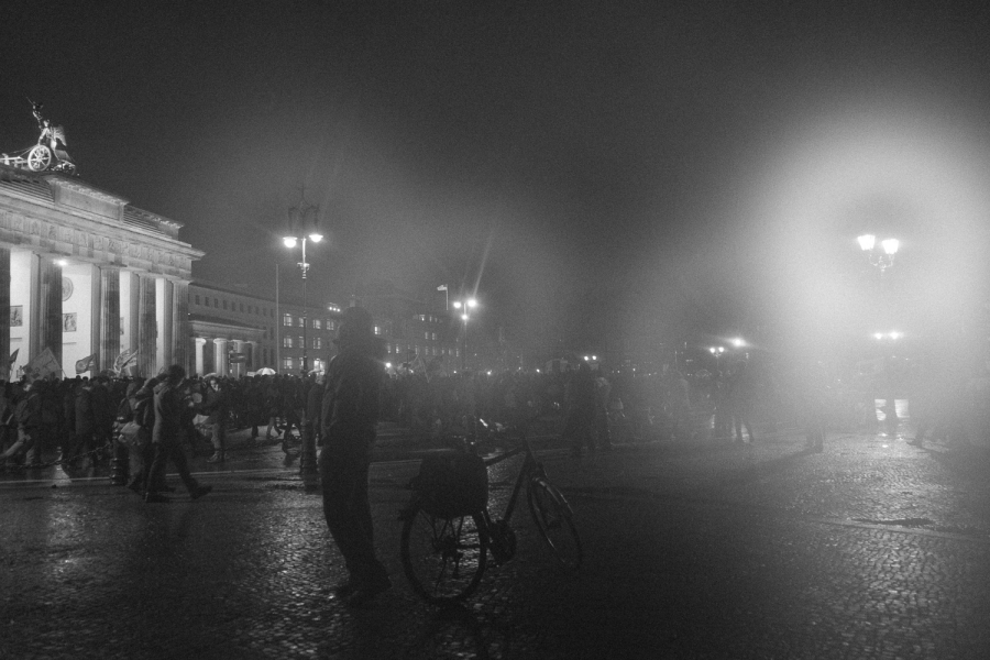 DSC01441 Dark day, bright lights pegida nobaergida fotos deutschland demonstration berlin baergida