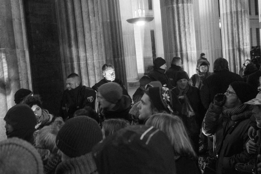 DSC01505 Dark day, bright lights pegida nobaergida fotos deutschland demonstration berlin baergida