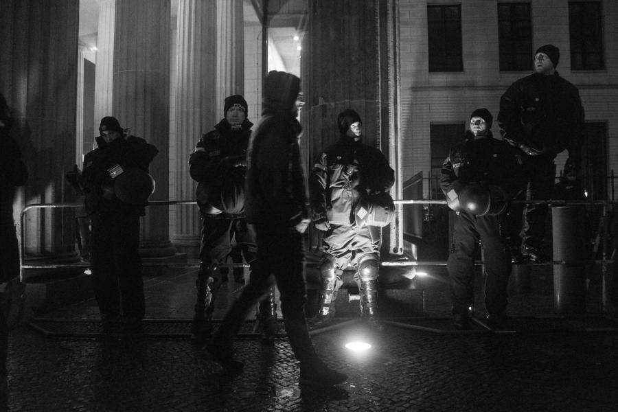 DSC01520 Dark day, bright lights pegida nobaergida fotos deutschland demonstration berlin baergida